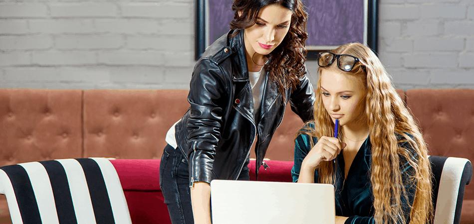 blogerki pracujące nad tekstem